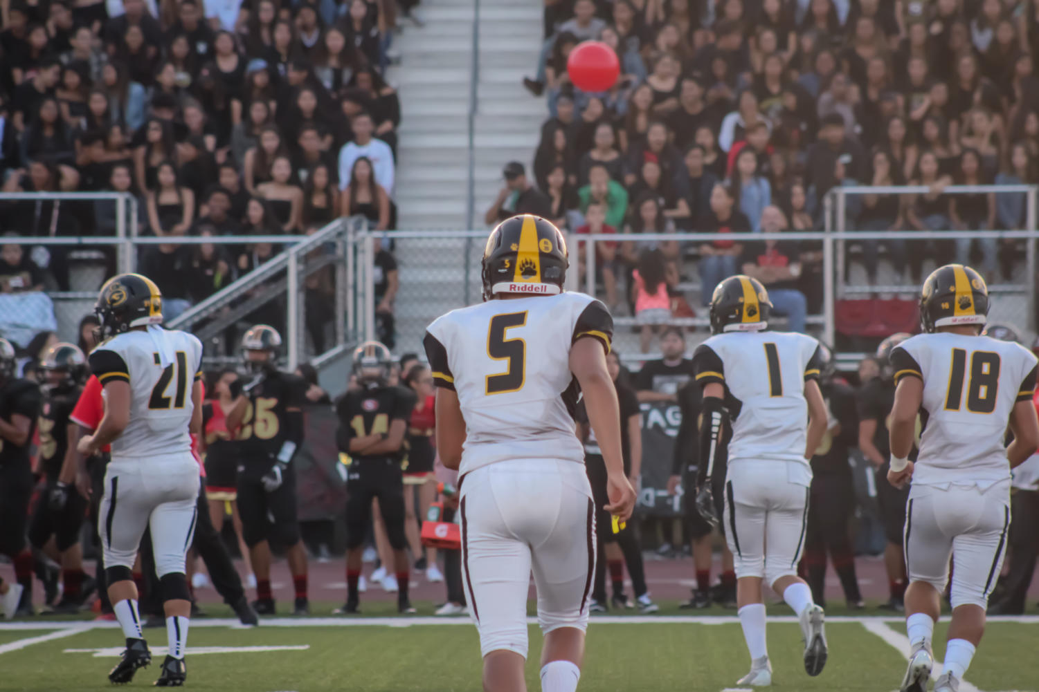 Quarterback+Jesse+Cendejas+%235+runs+towards+an+offensive+play+on+Friday%2C+Aug.+24%2C+2018.