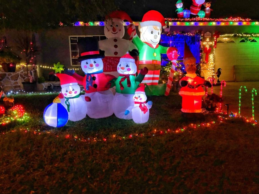 Just+one+of+the+many+house+on+W.+Elder+Ave.%2C+in+Santa+Ana+decorated+for+the+holidays+on+Dec.+1st%2C+2018.