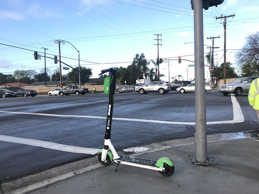 A single Lime scooter on the intersection of Fairview and McFadden on March 7, 2019
