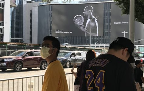 A man wears a mask to avoid the coronavirus as thousands visit the Staples Center after Kobe Bryant's death. Picture taken by Cynthia Molina on February 2, 2020 at 1:49 p.m.
