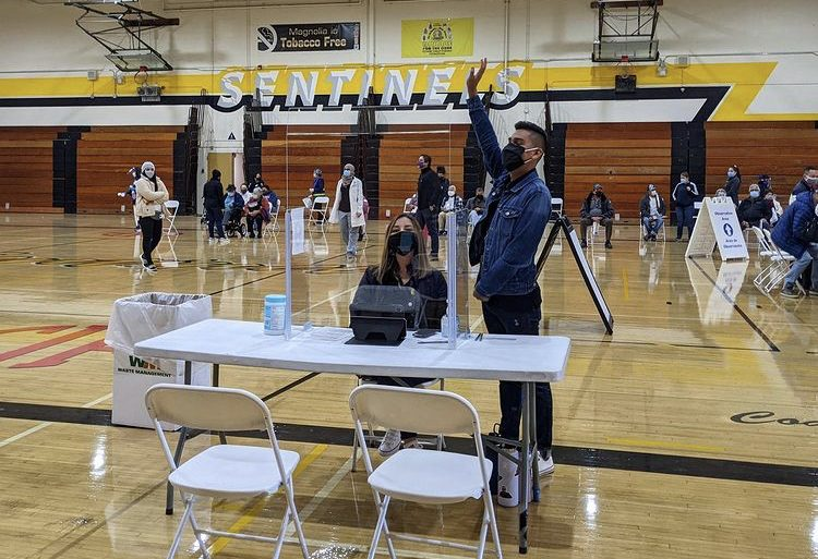 On January 24, 2021, Latino Health Access promotores along with volunteers vaccinated over 200 adults against COVID-19 at Magnolia High School in the Anaheim Union High School District.